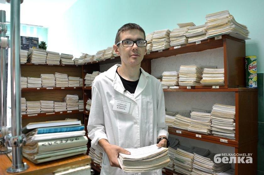 Алексей на своём рабочем месте в филиале №2 городской поликлиники.